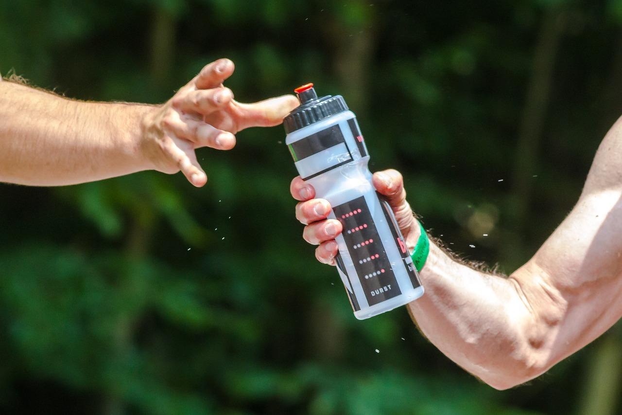 Main et boisson