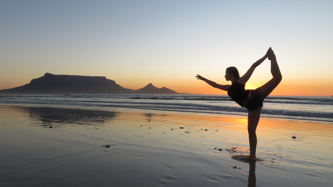 Yoga au soleil couchant