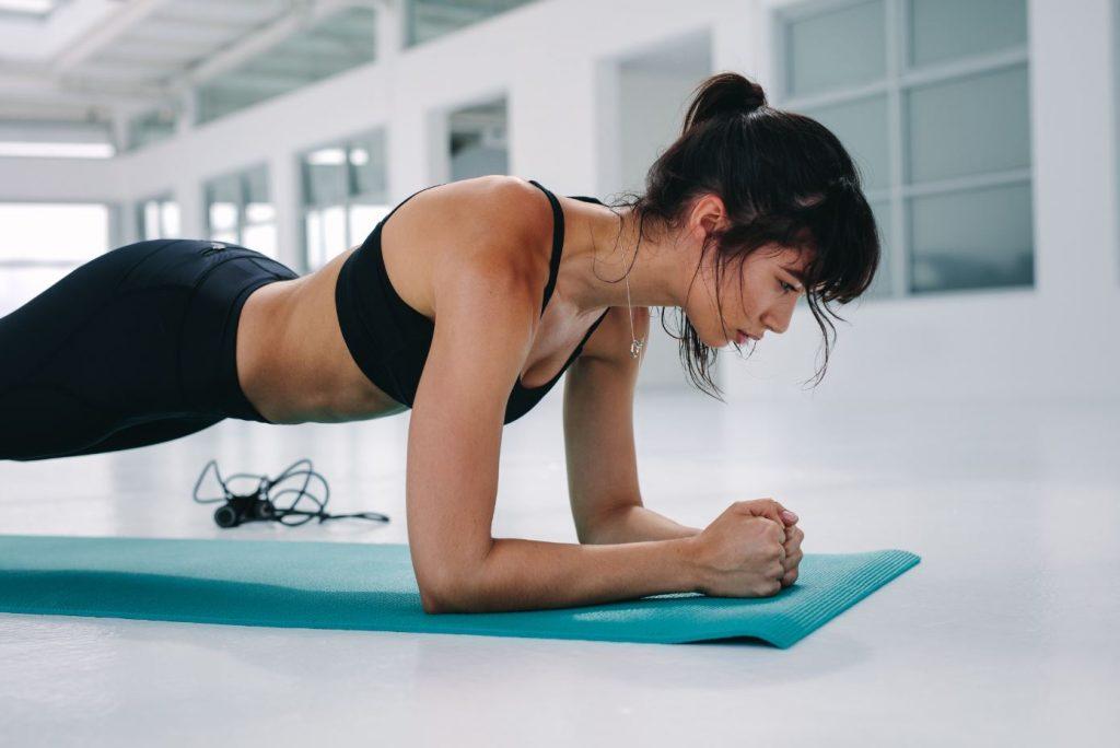 femme qui fait du renforcement musculaire